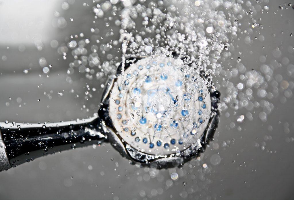 תרגול מיינדפולנס בזמן מקלחת - מים זורמים