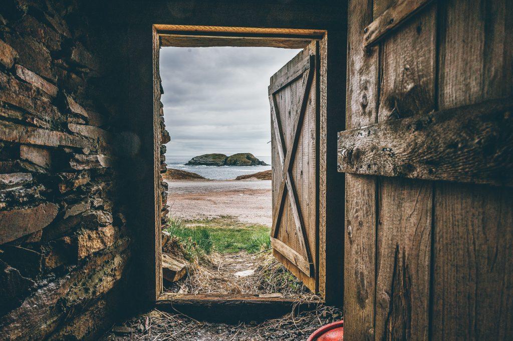 פתיחות וסקרנות - דלת פתוחה