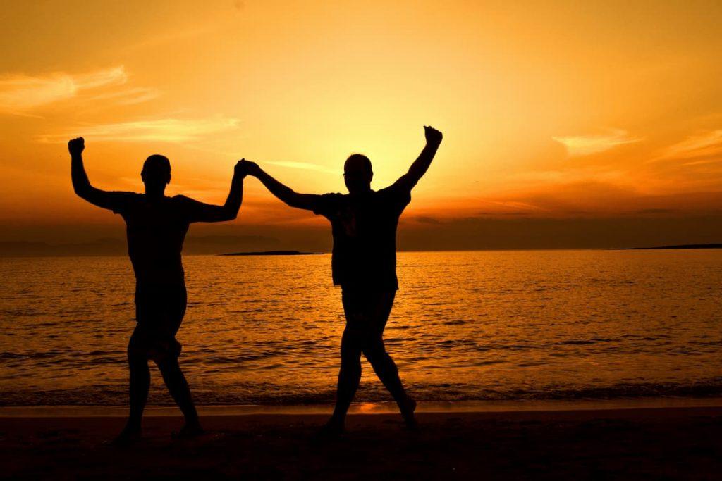 לחגוג הצלחה עם אדם אהוב